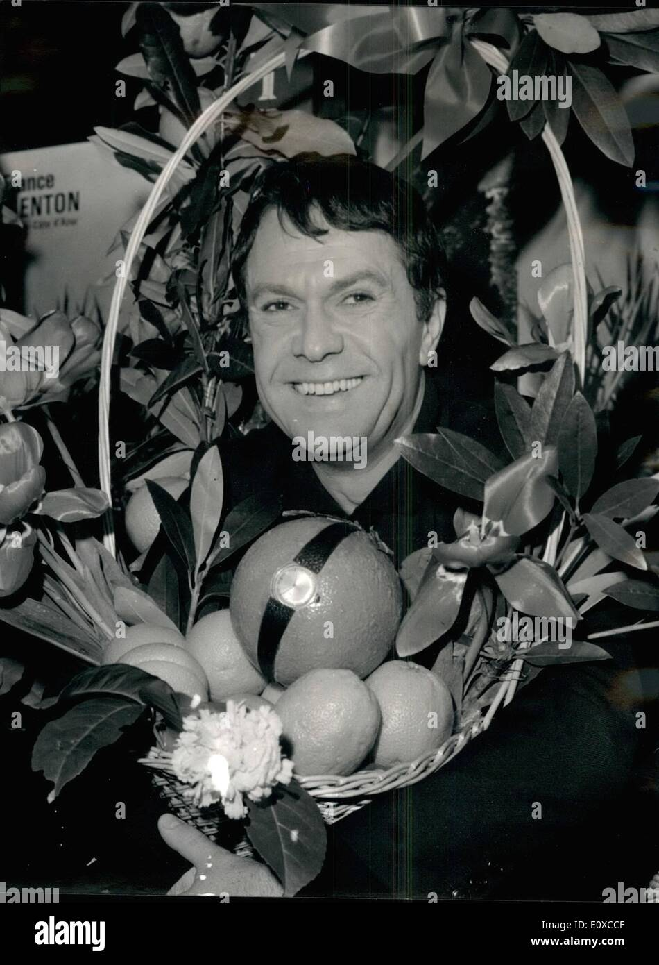 Apr. 04, 1966 - Robert Hirsch (''Never on a Saturday'') awarded 'orange' prize: Robert Hirsch, the famous French stage and screen comedian (who held 13 Different roles in Never cn a Saturday) was awarded the 'orange' prize for courtesy in his relationship with the press. Photo shows Robert Hirsch with a basketful of oranges. - Stock Image
