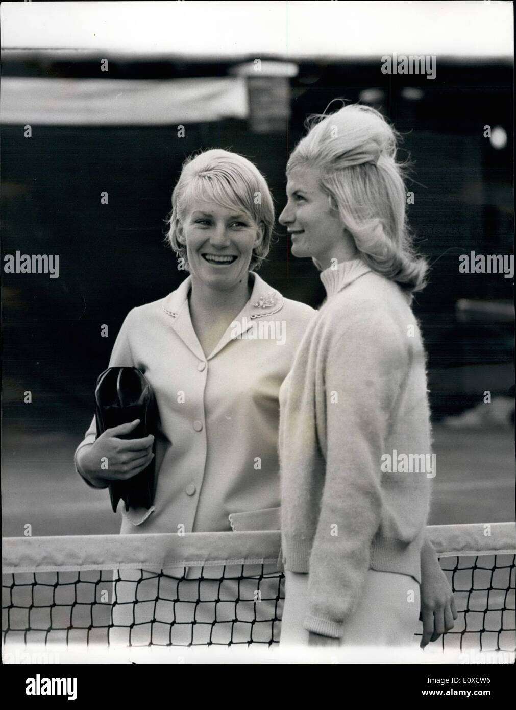 Jun. 06, 1966 - THE ''EMBARRASSING'' SITUATION AT WIMBLEDON SISTER VERSUS SISTER. Two blonde Australian sisters face the most ''embarrassing'' match of their lives today playing against each other at Wimbledon. Last night GAIL and CAROL SHERRIFF both vowed: ''We will play to the death. May the best sister sin''. The girls qualified to meet in the second round after they both won their matches yesterday. Usually when they are drawn against each other the sisters take it in turns to forfeit matches, but this is not allowed at Wimbledon - Stock Image