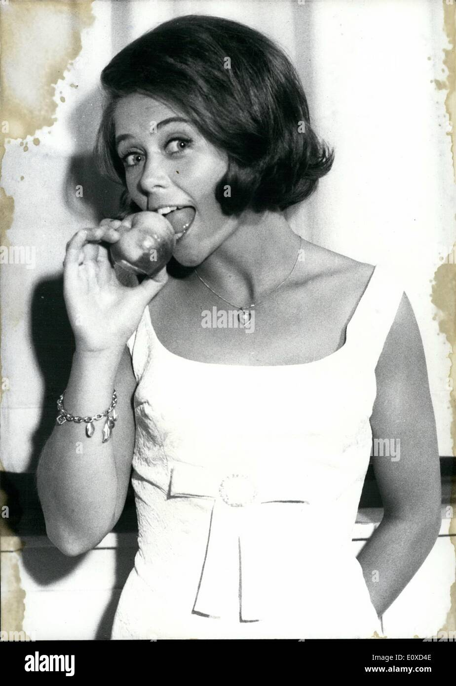 Jun. 06, 1966 - Bei nicht gleich in jeden Apfel'': (don't bite at once at each apple) warned Wencke Myhre with her victory-song in the course of the final decision of the ''6. German Hit-Festival 1966'' in Baden-baden. But she herself did not comply with this advice, for she bit at many apples in order to please the photographers - Stock Image