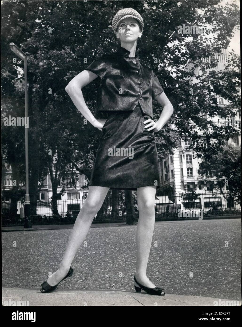 Jul 07 1966 Fashion Show In London The Associate Members Of The Stock Photo Alamy