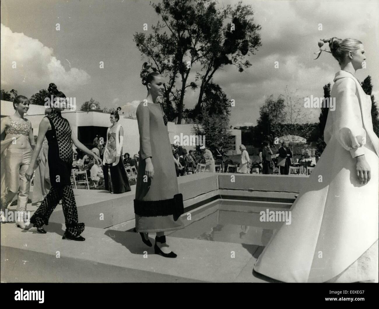 Jul. 07, 1966 - Circus Performer Robert Hirsch Practicing, Artists Union Gala ESS.c - Stock Image