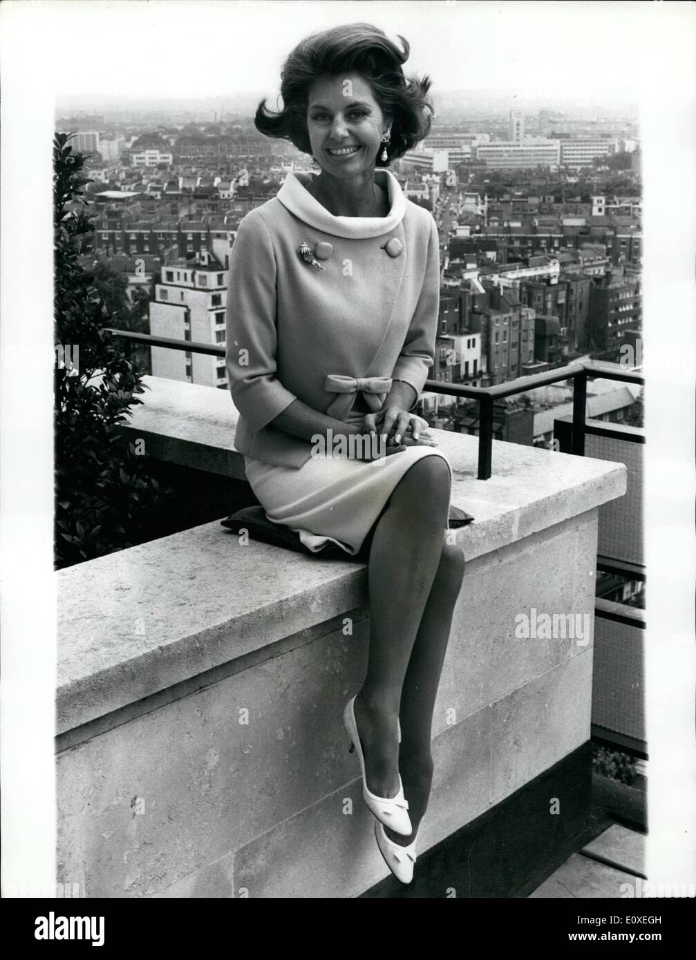 Jul. 07, 1966 - CYD Charisse In London: Dancer CYD Charisse and wife of singer Tony Martin, arrived in London yesterday from Hollywood to star in the film Maroc 7 by Bank, She will play the Editor of a Fashion Magazine-a job she uses as cover for her activities as a international jewel thief. Also staring in the film is Gene Barry, of ''Durke's Law'' fame, who plays the undercover agent whose job is to expose her, Leslis Philips and John Gale. She will be in London for a week and then flies of to M were part of the film in being shot - Stock Image