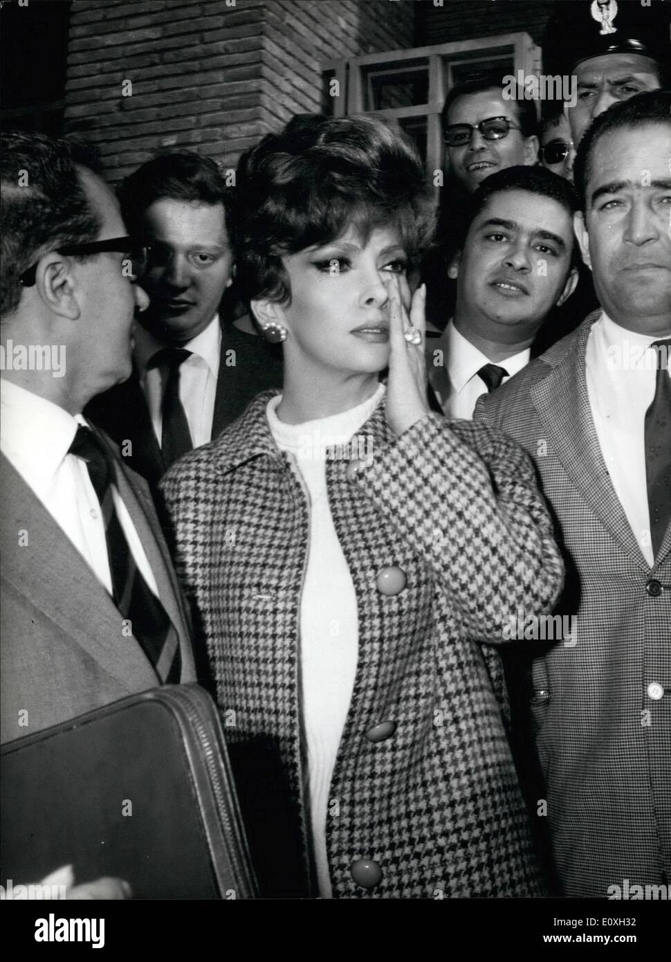 Oct. 10, 1966 - Italian actress Gina Lollobrigida and her Yugoslav-born husband Dr. Milko Skofic appeared today before the president of the civili tribunal in nearby Latina to ask hen to pronounces their separation by Mutual consent. Miss Lollobrigida and Skofic were married 15 years ago. The lovely screen star and the doctor have lived separately for years. Last Jube they separated. After the marriage in 1951. Skofic gave us his medical carrer to become the actress adviser. He is now a publisher of Publishing Home ''Salani'' of Florence - Stock Image