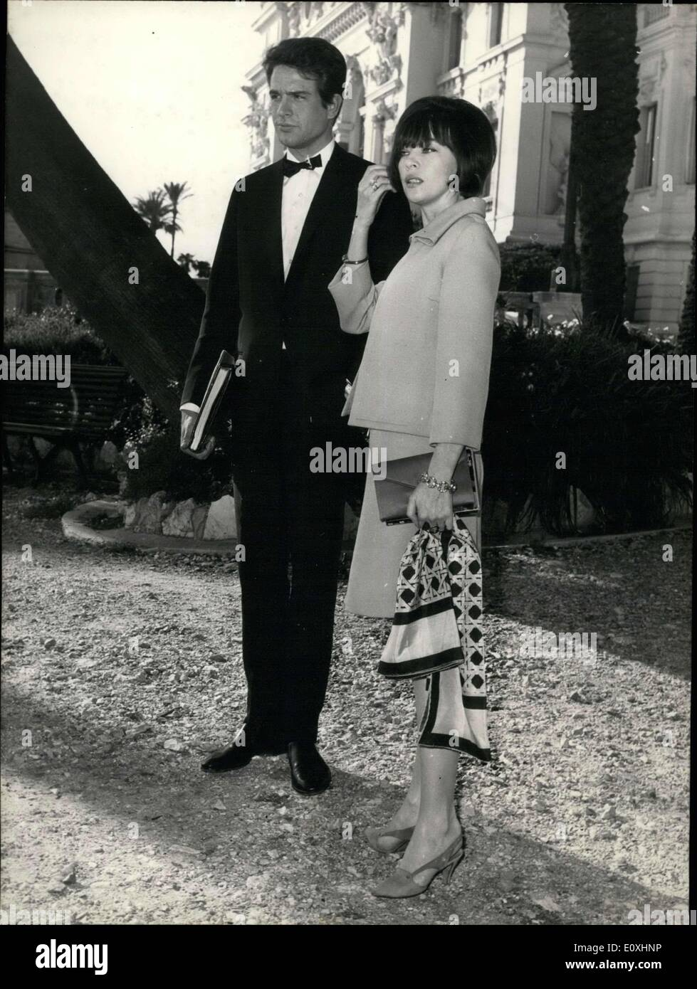 Nov. 03, 1966 - Leslie Caron and Warren Beaty walk in Monte Carlo on occasion of the movie ''Kaleidoscope'' showing at Monte6. - Stock Image