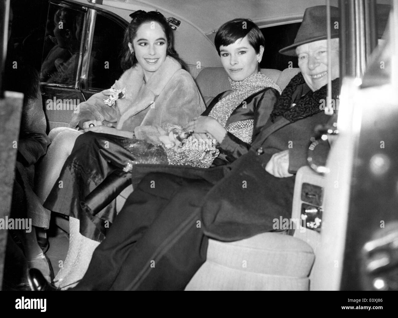 Actor Charlie Chaplin in a car with his daughters Josephine and Geraldine - Stock Image