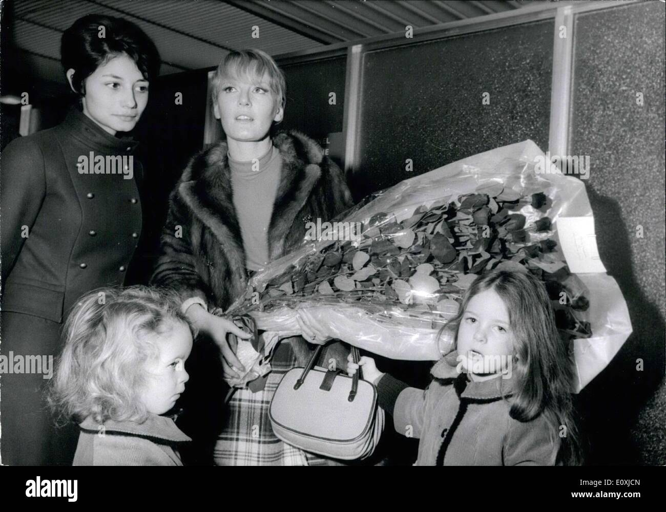 Jan. 24, 1967 - Singer Petula Clarc and Her Two Daughters Arriving in Paris - Stock Image