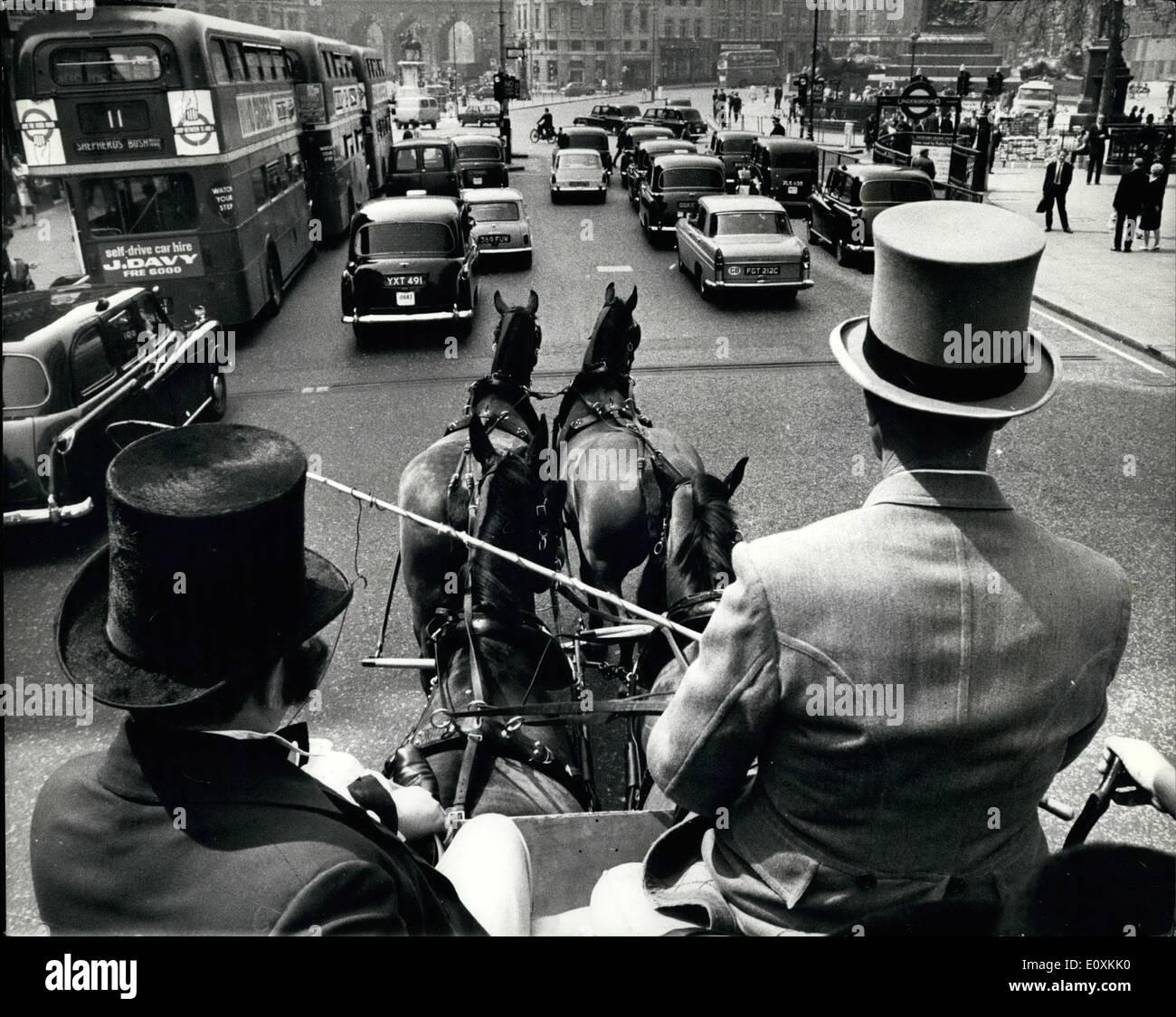 May 05, 1967 - Illustrated London news celebrates 125th. Anniversary.: The world's eldest illustrated weekly newspaper. the Illustrated London News, celebrates its 125th. anniversary today, And to celebrates they reted the first deliveries of the paper along Fleet Street and central London, as they were made by horse-drawn stage-coach in 1842. The original printing office stood in Grane Court. The publishing office was at 320 Strand, the site of Bush House. Afterwards, he coach, carrying Illustrated London News staff in period costume toured central London - Stock Image