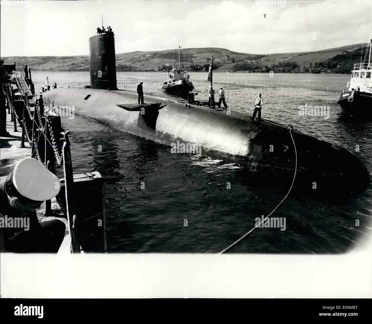 Apr. 04, 1967 - Underwater From Singapore: The nuclear-powered submarine Valiant, 3,500-tons, arrived yesterday at Faslane, Gare Lech, Dunmartonshire, yesterday, at the end of a 12,000-mile underwater voyage from Singapore - a British record. Photo shows The nuclear submarine H.M.S. Valiant, pictured yesterday on her arrival at Faslane, Gare Loch, Dunbartonshire. - Stock Image