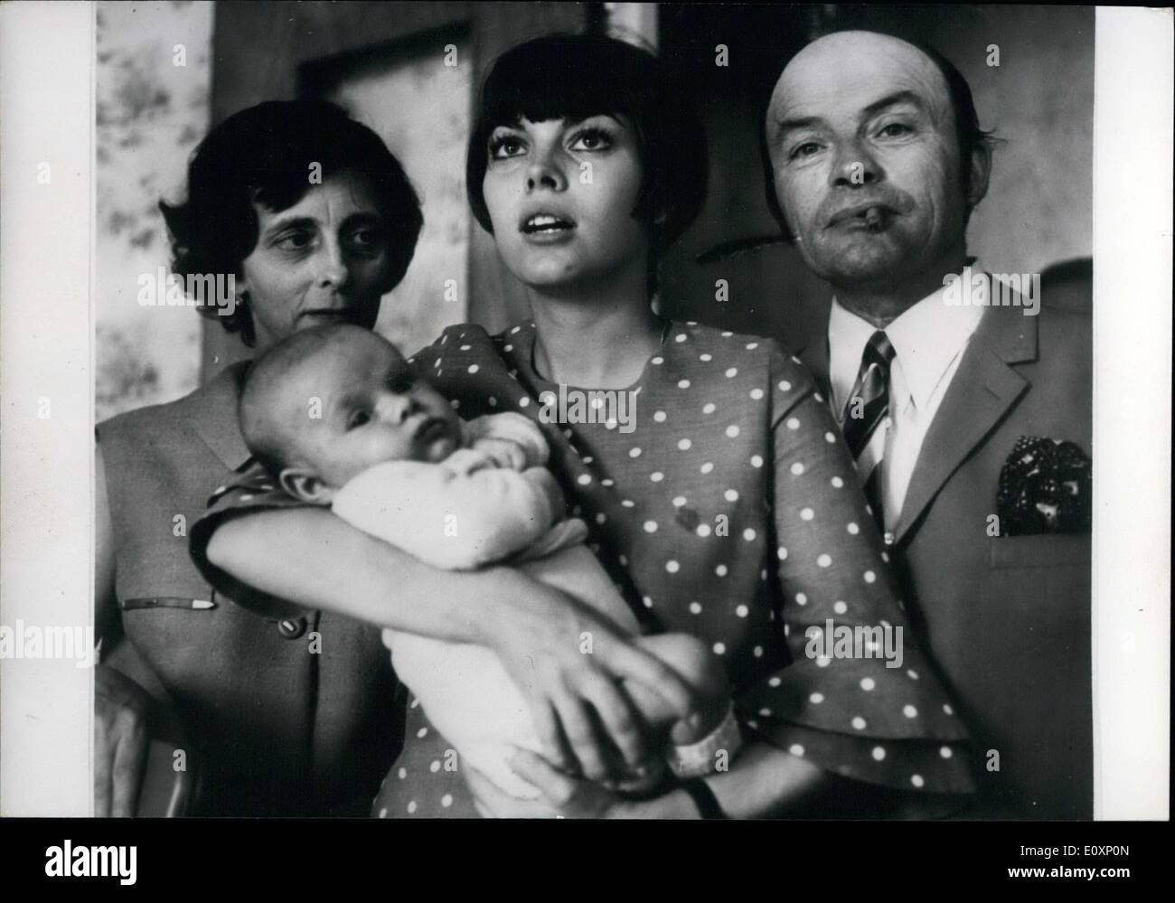 Jul. 06, 1967 - Mireille Mathieu with Parents and Thirteenth Brother, Dorlotant APRESS Stock Photo