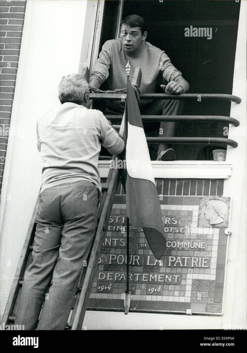 Jul. 22, 1967 - Jacques Brel Getting Directions from Andre Cayatte in ''Maniac' - Stock Image