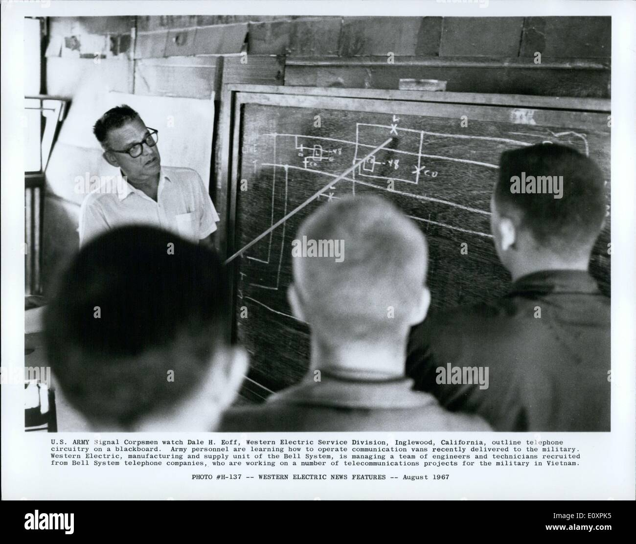 Aug. 08, 1967 - U.S. Army Signal Corpsmen watch Dale H. Eoff, Western Electric Service Division, Inglewood, California, outline - Stock Image