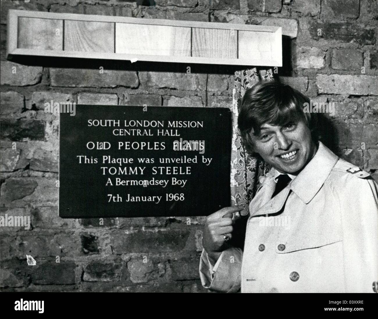 Jan. 08, 1968 - 8-1-68 Tommy Steele returns to Bermondsey to unveil plaque. Tommy Steele, former pop idol and now - Stock Image