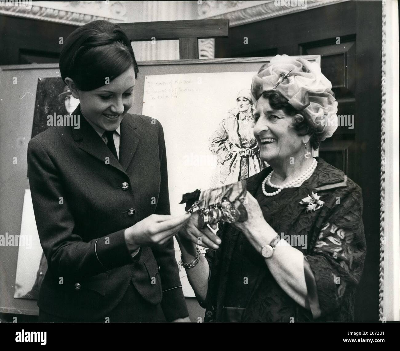 Jun. 06, 1968 - One of the most decorated women of World War I 84 year old Baroness Elizabeth de T'Serclars visits the Ministry - Stock Image