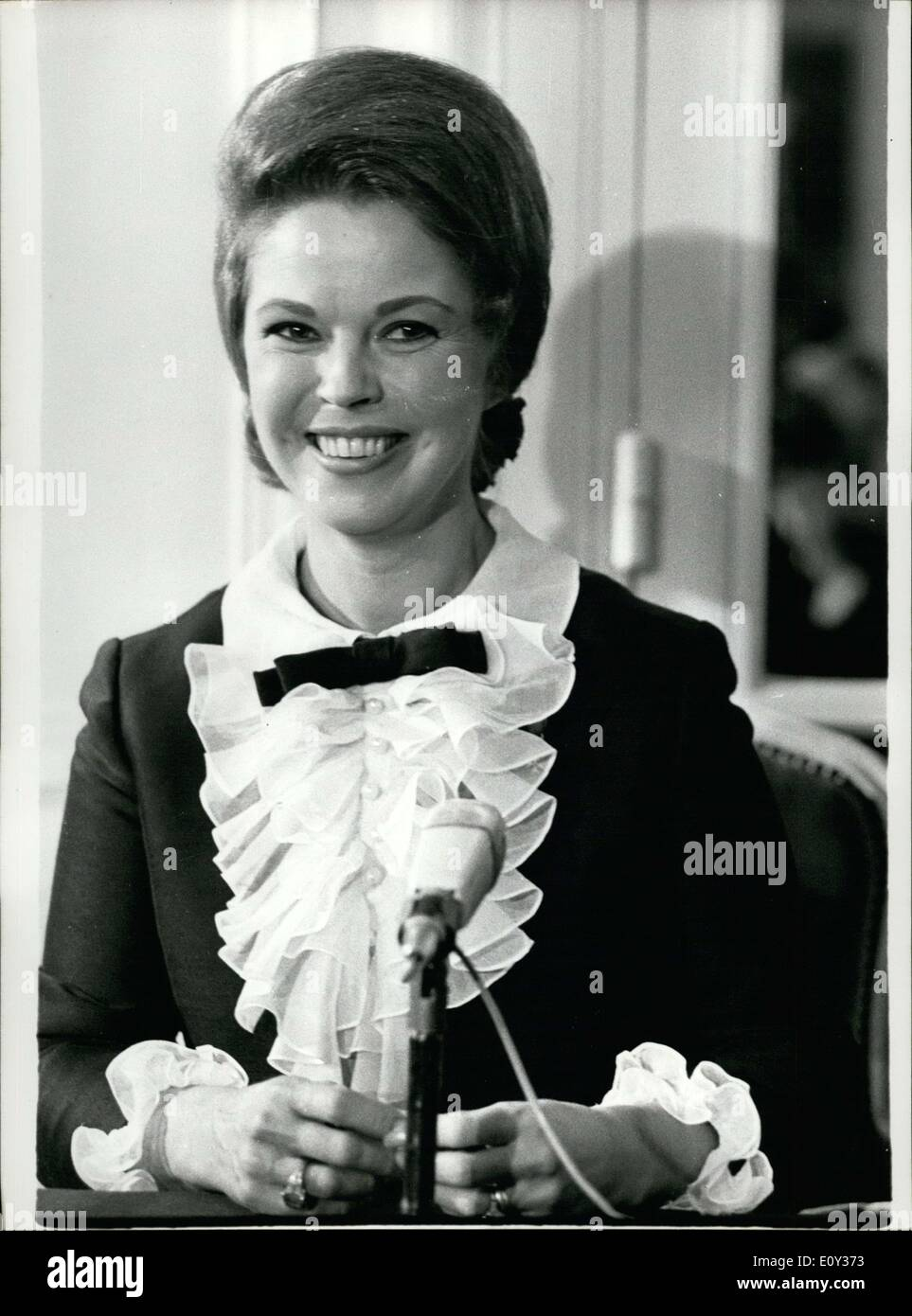 Sep. 12, 1968 - Shirley Temple, who was Hollywood's child prodigy, is on the campaign trail for Richard Nixon, Republican Presidential Candidate for the United States of America. She was in Paris on Thursday where she gave a press conference on the Athenian Plaza. - Stock Image