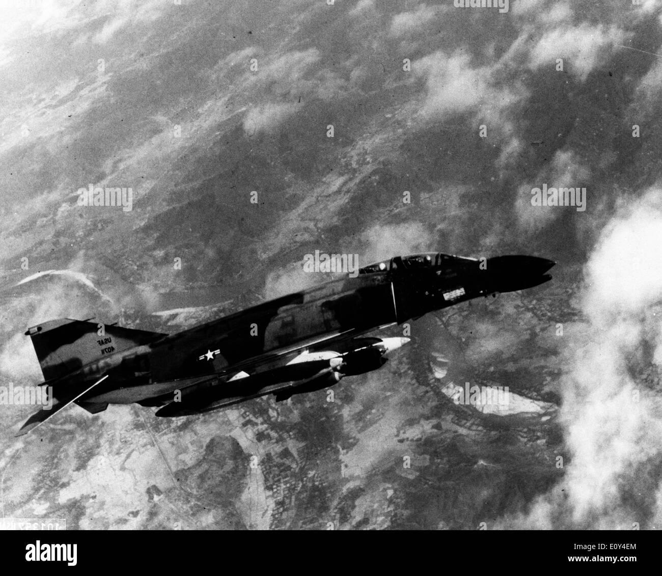 Phantom jet flies over Vietnam - Stock Image