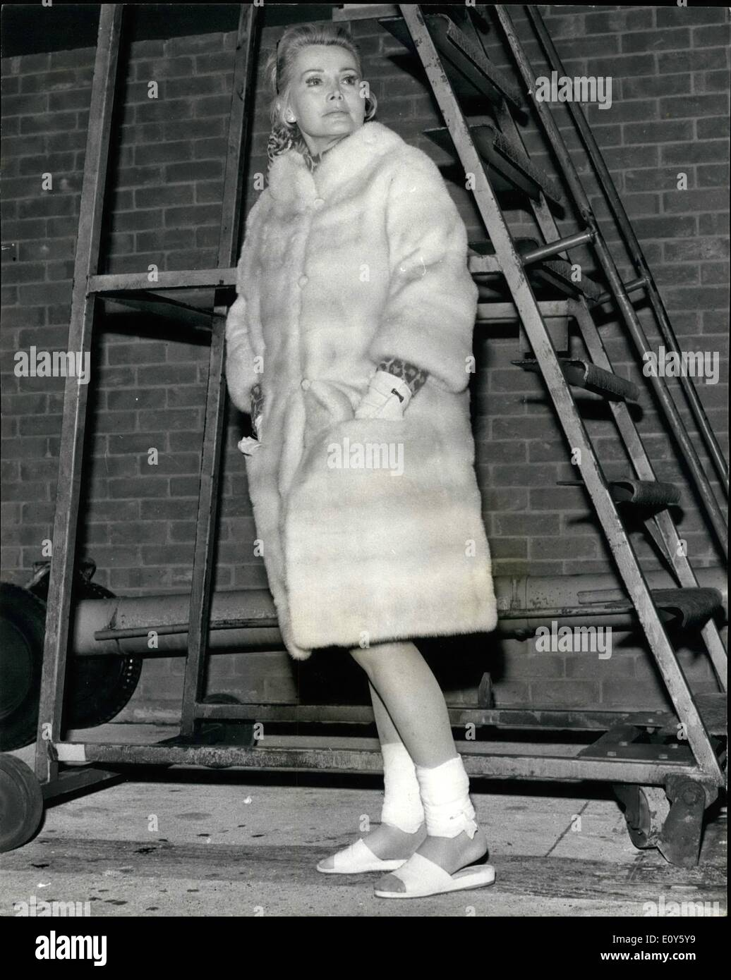 Nov. 21, 1968 - November 21st, 1968 Zsa Zsa Gabor arrives. Actress Zsa Zsa Gabor arrived at Heathrow Airport from Palma, Majorca, last night with her legs and wrists bandaged. She alleged that Spanish police had beaten her when they removed her from a Paris-bound aircraft at Palma, where she was charged with refusing to pay hotel bills and insulting the authorities. At Heathrow last night she refused to board the airline coach and sat on the aircraft steps until a car took her to the terminal building - Stock Image