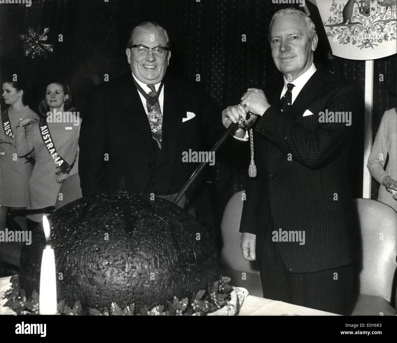 Dec. 12, 1968 - Lord Mayor presented with Giant Christmas Pudding.: The Lord Mayor of London, Sir Charles Trinder, was at Australia House today presented with a giant 160lb. Christmas Pudding (enough fir 800) by the high Commissioner for Australia, Sir Alexander Downer. The pudding is a gift to the people of the UK from the Dried Fruit Growers of Australia and, in fact, contains 45 lbs of Australian sultanas, 17 lbs of Australian currants, 10 lbs of Australian raisins and a host of other good things from Down Under - Stock Image