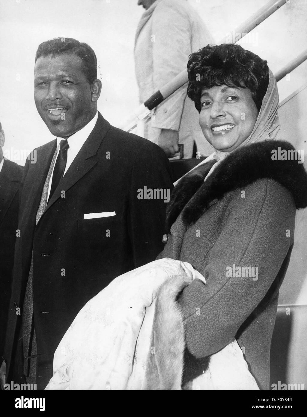 Boxer 'Sugar' Ray Robinson arrives in London with wife - Stock Image