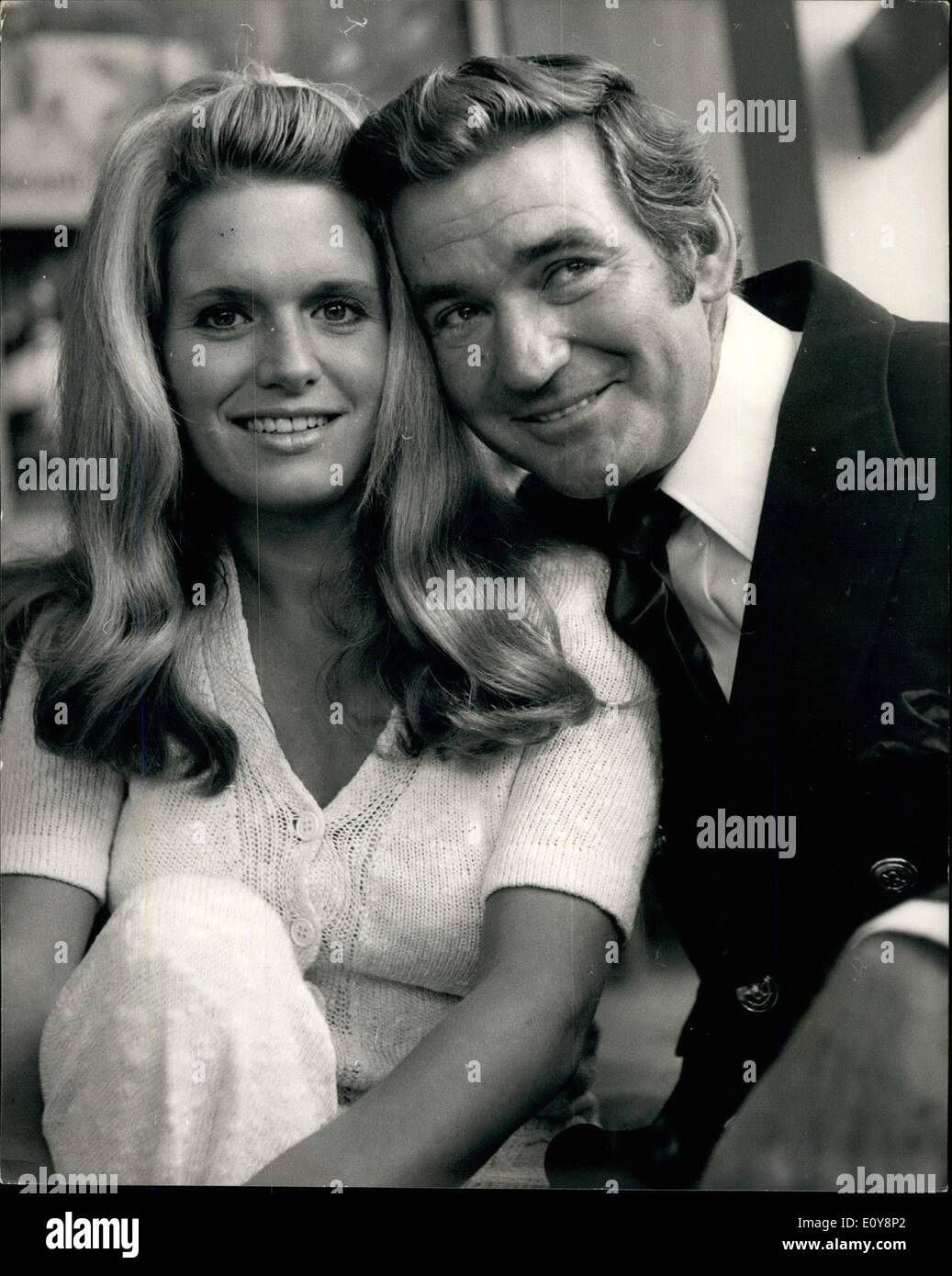 May 05, 1969 - Reception for Rod Taylor and Carol White - stars of the new film ''The Man who had power over Women'': A press reception was held today for film stars, Rod Taylor and Carol White to launch the shooting in London tomorrow of the new Avco Embassy fim ''The Man who had Power over women'' in which they co-star. Caroll will be remebered for her star role in the TV production 'Cathy', Come home' and 'Poor Cow''. Photo shows Rod Taylor takes Carol White pictured at today's press reception at the Playboy Club. - Stock Image