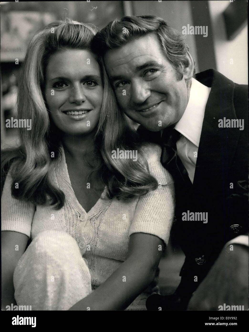 May 18, 1969 - Reception For Rod Taylor And Carol White - Stars Of The New Film ''The Man Who Had Power Over Women'' A press reception was held at the Playboy Club in Park Lane today for Carol White, (star of the TV production ''Cathy, Come Home'' and ''Poor Cow'') and Rod Taylor, who will co-star in the new Avco Embassy film ''The Man Who Had Power Over Women''. Shooting stars tomorrow in London. Photo Shows: Rod Taylor and Carol White pictured at today's press reception at the playboy club. - Stock Image