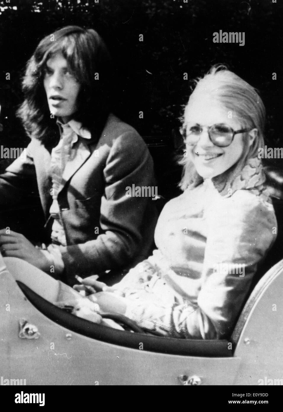 Singer Mick Jagger and Marianne Faithfull leave ballet - Stock Image