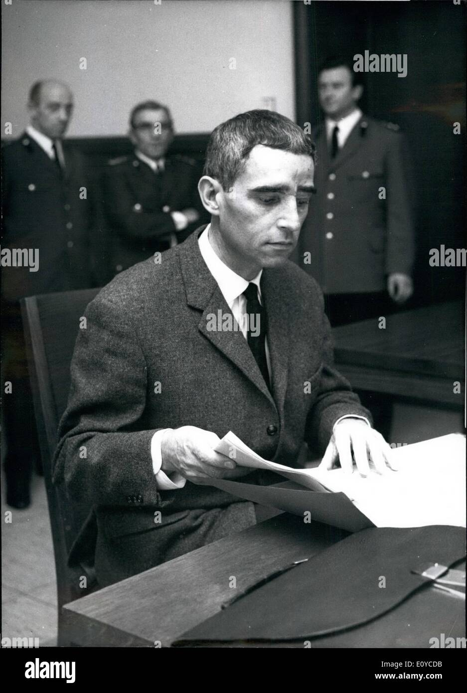 Nov. 11, 1969 - Trial against West-German spy for Russia, Heinz Sutterlin, in Cologne: The 45 years old photographer from Bonn is suspected of having sent to the USSR, with the help of his wife Leonore, 50 German state secrets, about 1000 secret papers and 1880 confidential documents from the German foreign office. The trial is interrupted until November 24th, since the judges are going to fly to the USA, in order to hear there, on a secret place, the main witness Mr. Runge, ancient military of the Soviet Secret Service KGB, who deserted to the United States - Stock Image