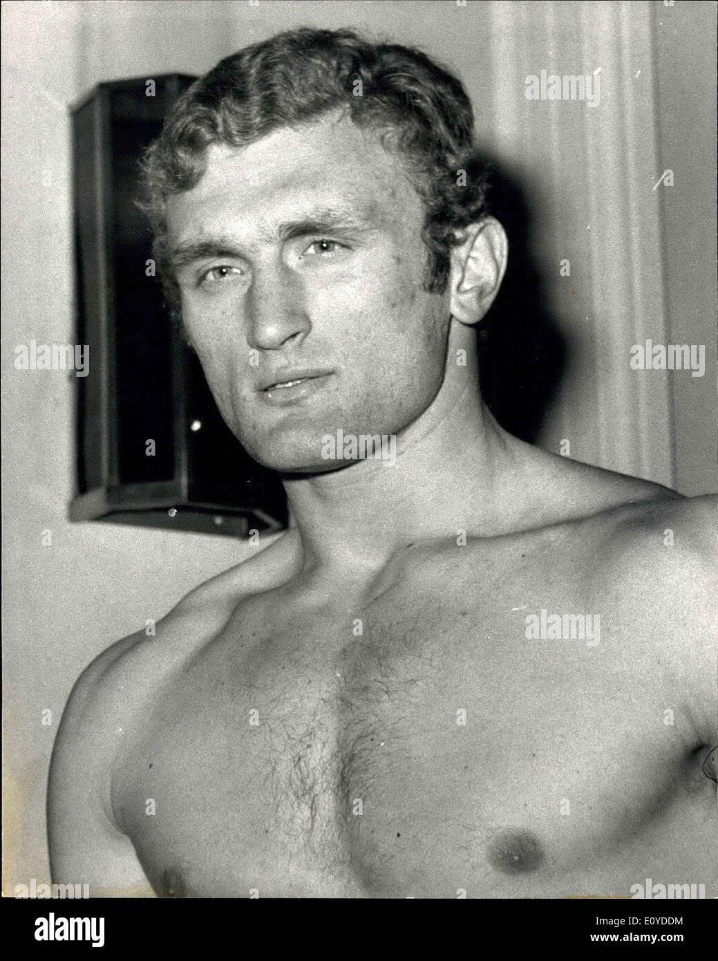 Dec. 12, 1969 - Charlie Polite And Joe Bugner Weigh-In For Tonight''s Heavyweight Fight: American heavyweight Charlie Polite, from Springfield, Massachusetts, and Britain's Joe Bugner, the Huntingdonshire heavyweight , weighed in for their contest at the Albert Hall in London tonight. Photo shows Joe Bugnera pictured at today's weigh-in. - Stock Image