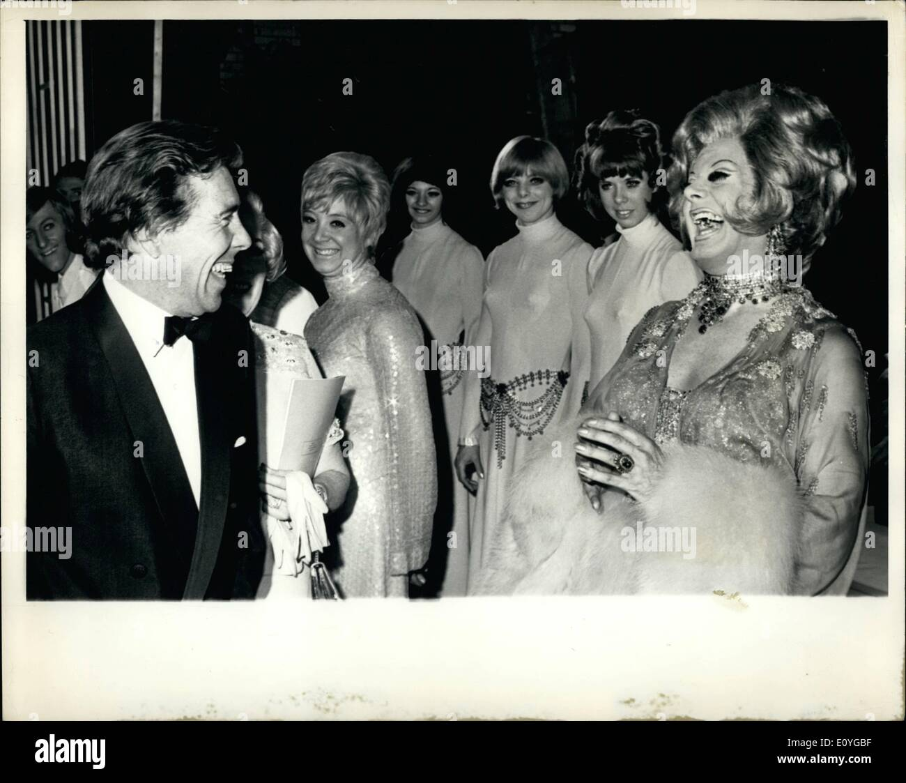 Apr. 04, 1970 - Lord Snowdon Shares A Joke With Danny La Rue: Lord Snowdon shares a joke with female impersonator Danny La Rue (right), after going backstage at the palace Theatre, Shaftesbury Avenue, London, last night, to meet the cast of the snow ''Danny La Rue At The Palace'', which opened there last night. - Stock Image