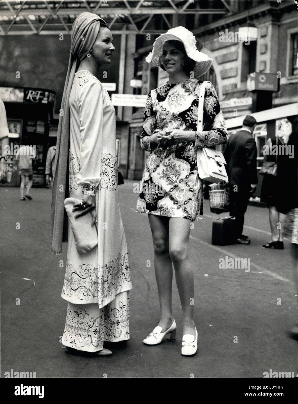 Jun. 06, 1970 - Gold Cup day at Ascot - Fashions leave from Waterloo station.: an eastern style outfit complete with turban is seen here worn by Mrs. T. Littlejohn Cook who is pictured with a friend Miss Josette Priest, both of Brazil, when they left Waterloo Station today for the Ascot Gold cup meeting. - Stock Image
