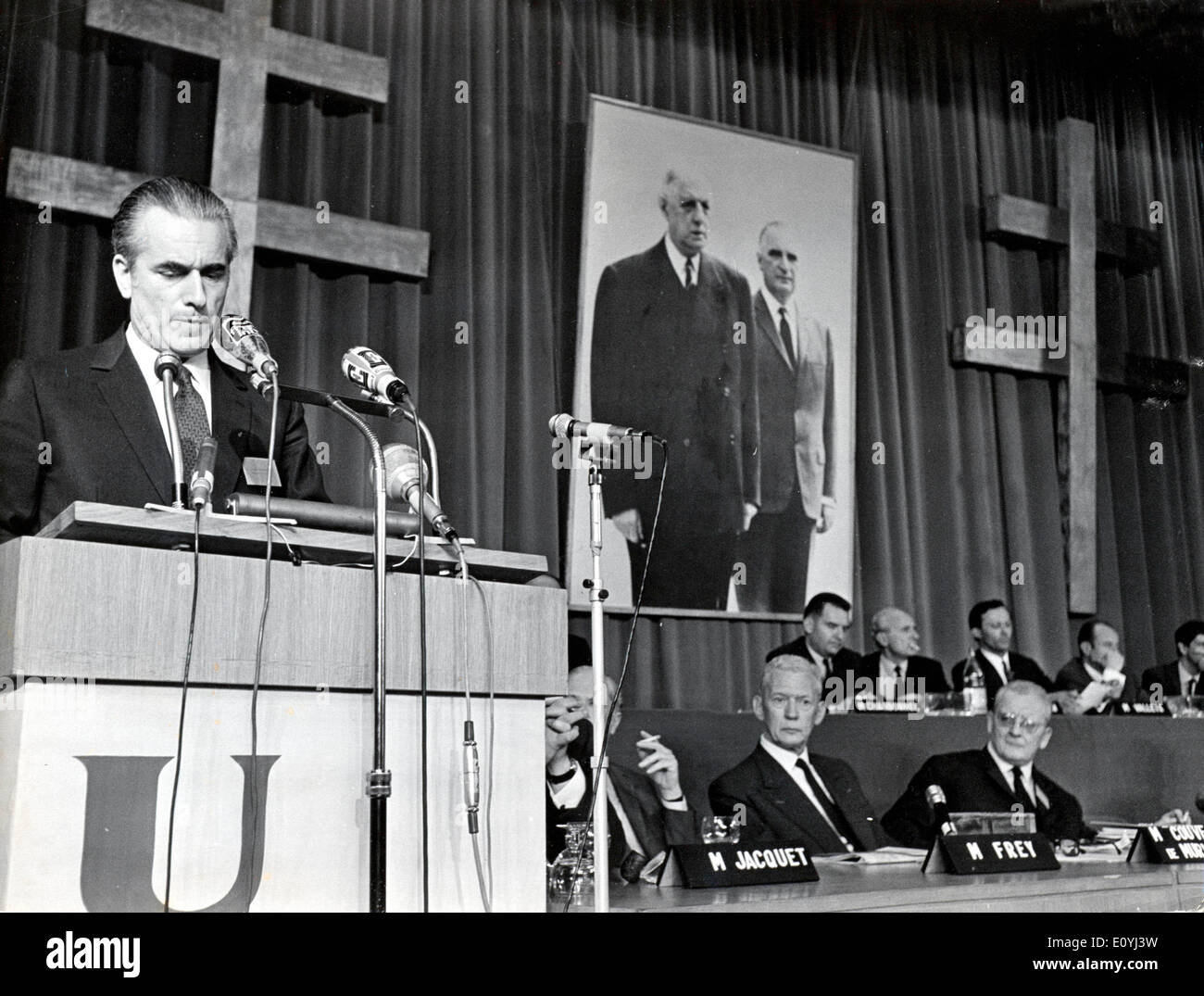 5517434 (900326) Jacques CHABAN-DELMAS , franzˆsischer Premierminister , am Rednerpult auf dem Parteitag der Gaullisten (UDR) - Stock Image