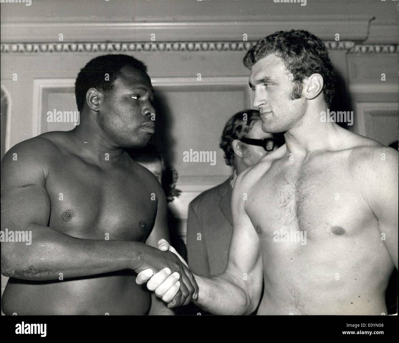 Nov. 03, 1970 - Joe Bugner and George ''Scrap Iron'' Johnson Weigh -In for Tonight's fight at the Royal Albert Hall: Picture Shows: Joe Bugner and ''Scrap Iron'' Johnson shake hands after the weight-in at the Horseshow public house, Tetennham Court Road today. - Stock Image