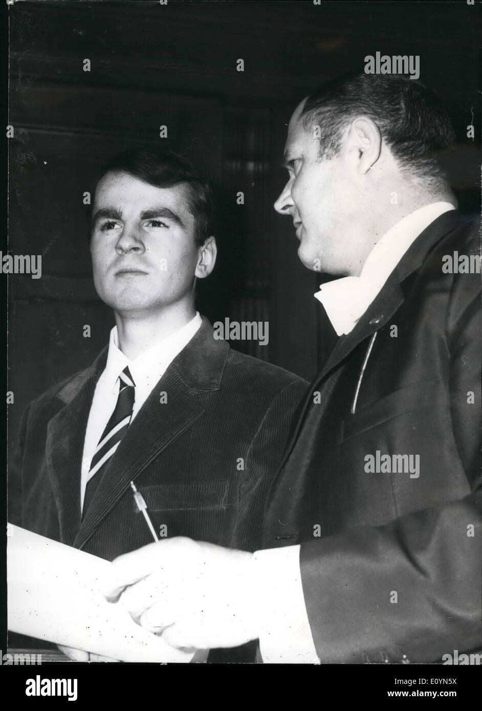 Nov. 11, 1970 - Ekkehard Weil before a British civil court in Berlin Today the criminal Ekkehard Wail, who was shootingStock Photo