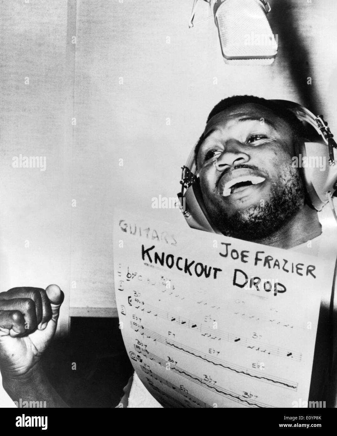 Boxer Joe Frazier sings at recording studio - Stock Image