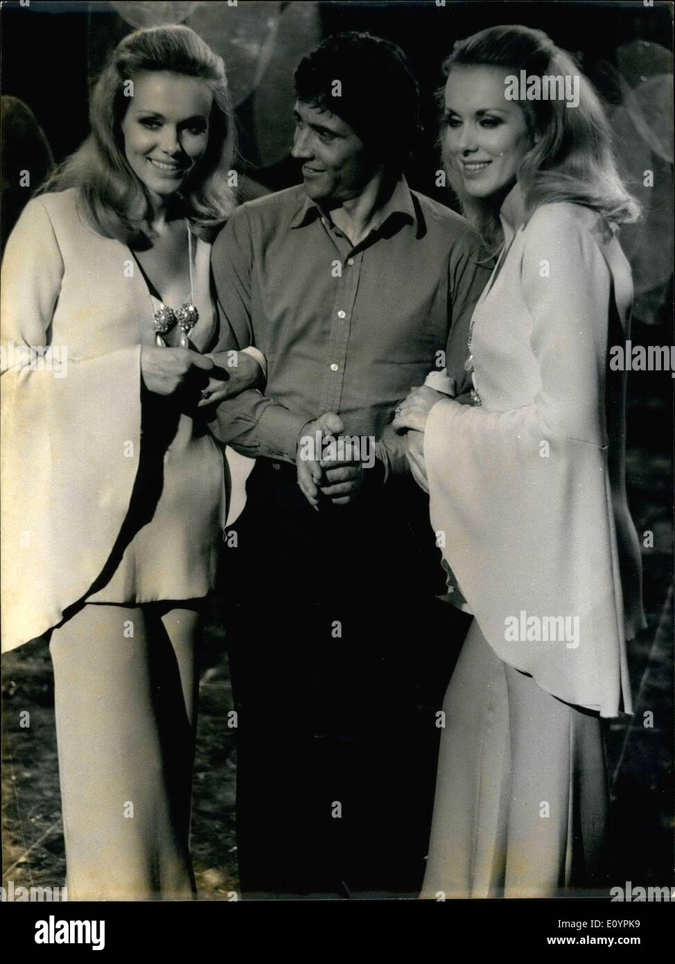 Feb. 18, 1971 - For his next television program, singer Sacha Distel will sing with the charming Lido twins, the Kessler sisters. Distel and the Kessler sisters are pictured while recording the program in Office de Radiodiffusion-T?l?vision Fran?aise studios. - Stock Image