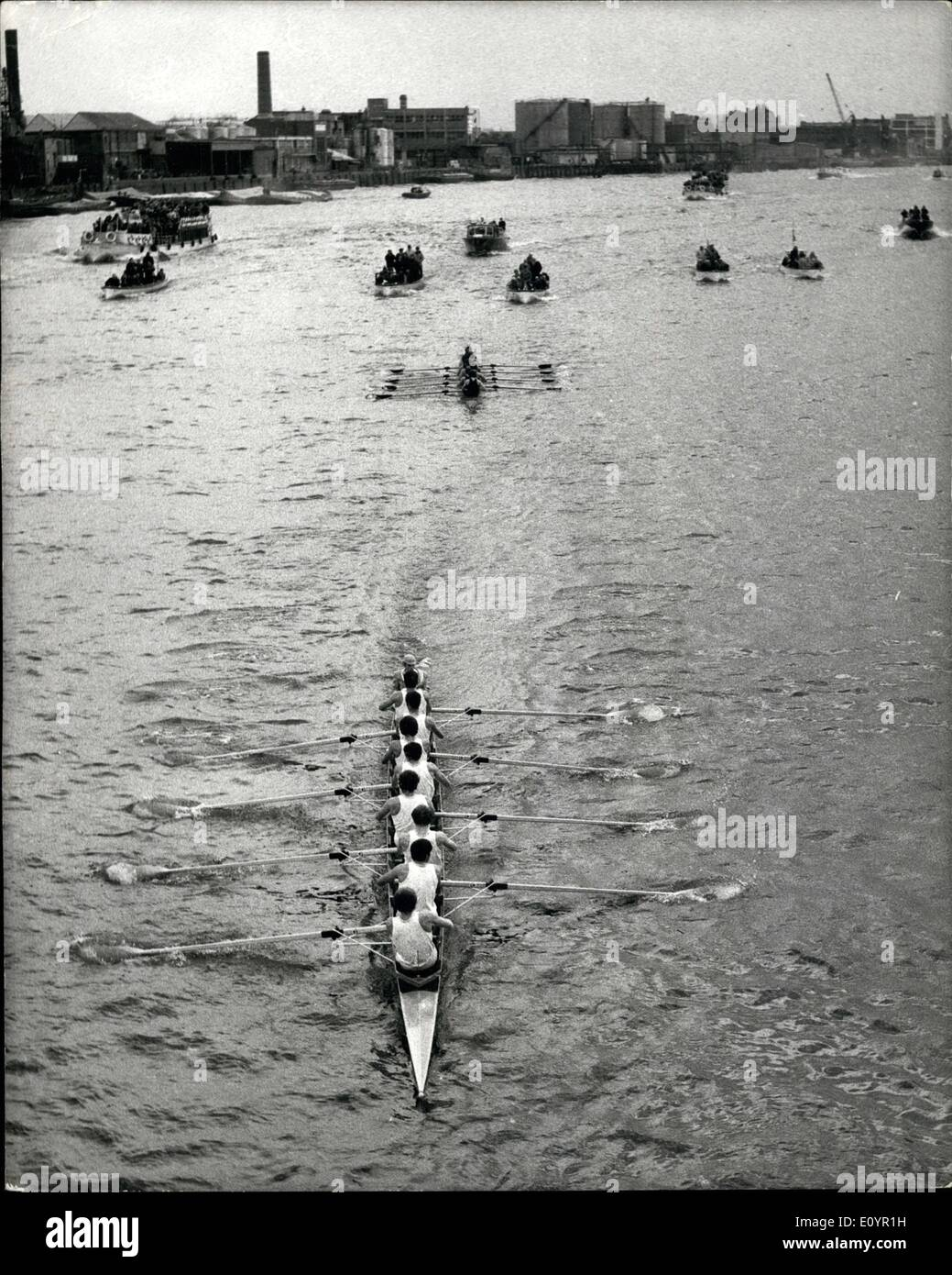Mar. 03, 1971 - Cambridge Beat Oxford by ten lengths in the 117th Boat Race from Putney to Mortlake: Cambridge easily beat Oxford by ten lengths in the annual University Boat Race over a 4 1/2 - mile course from Putney to Mortlake. Photo Shows: A picture taken from Hammersmith Bridge showing the Cambridge crew leading Oxford by about three lengths during today's boat race. - Stock Image