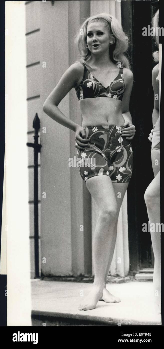 Raffaella Carra (born 1943) foto