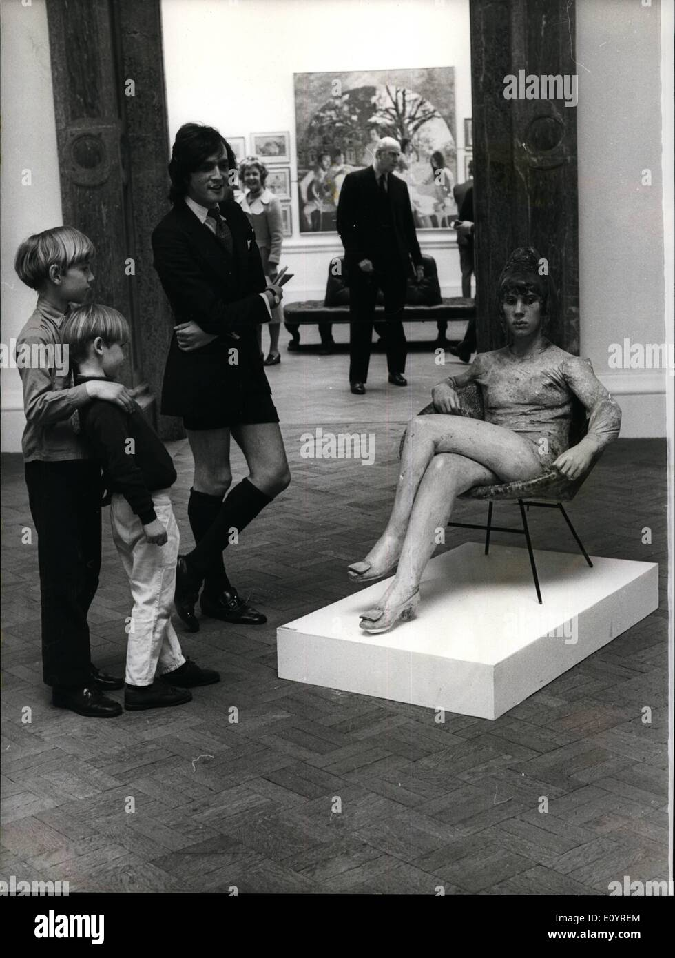 Apr. 04, 1971 - Almost Lifelike: James Butler's exhibit at the Royal Academy Summer Exhibition ''Sketch for a Portrait'', was greatly admired by visitors for its remarkable resemblance to the real thing. - Stock Image