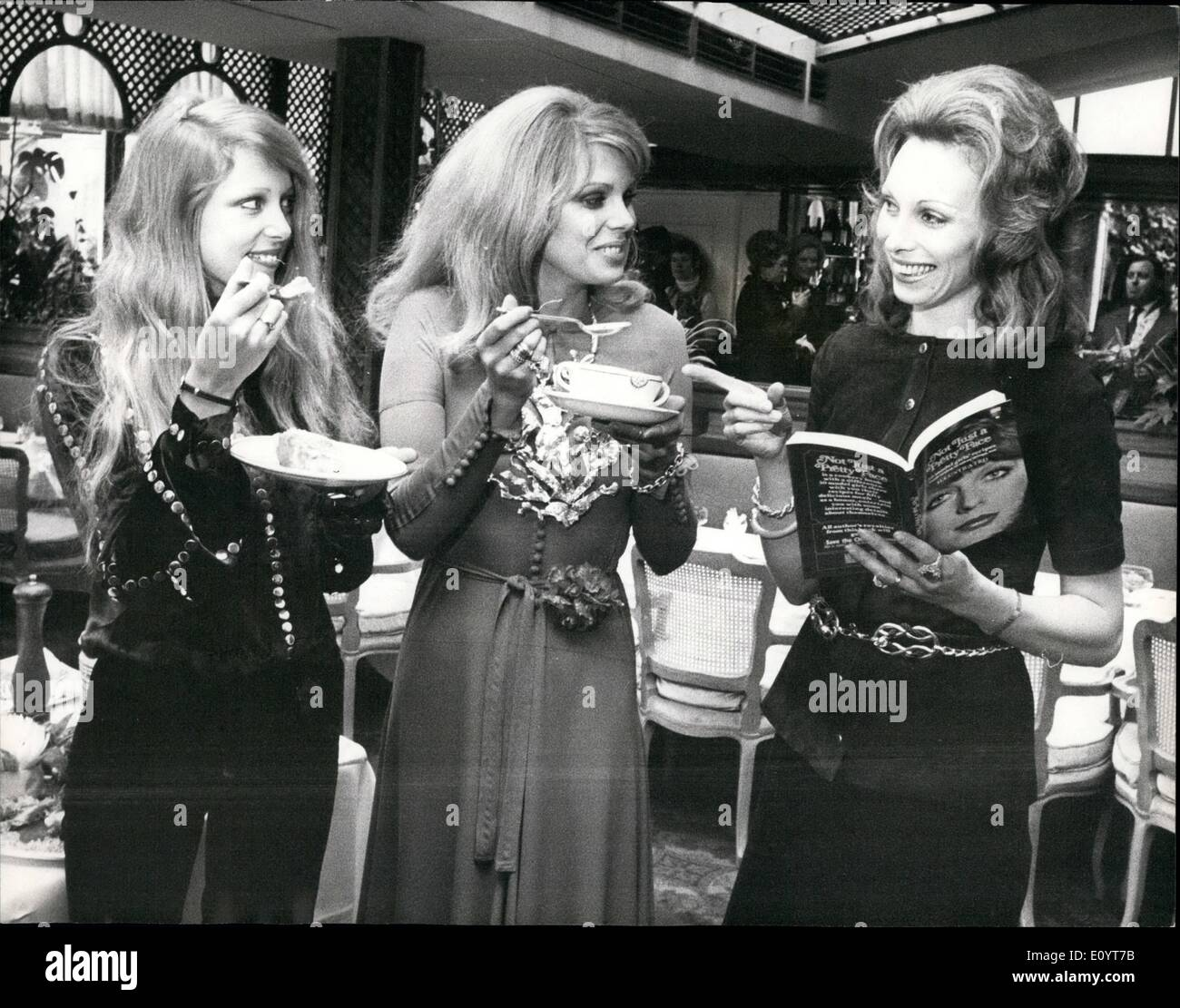 May 05, 1971 - New cookery book ''Not just a pretty face'' launched at a reception at Les Ambassadeurs Club,: a reception was held this morning at the les Ambassadeurs Club, hamilton place. WI for the launching of a new cookery book by gaynor Millington, called ''Not just a Pretty Face''. which lists a variety of dishes chosen by 50 leading Models, Gaynor Millington, a former model hereself is donating all her author's royalties from the book to The Save the children Fund. The book is published by Corgi Books at a price of 50p. Photo shows seen trying out some of the recipes, L-R - Stock Image