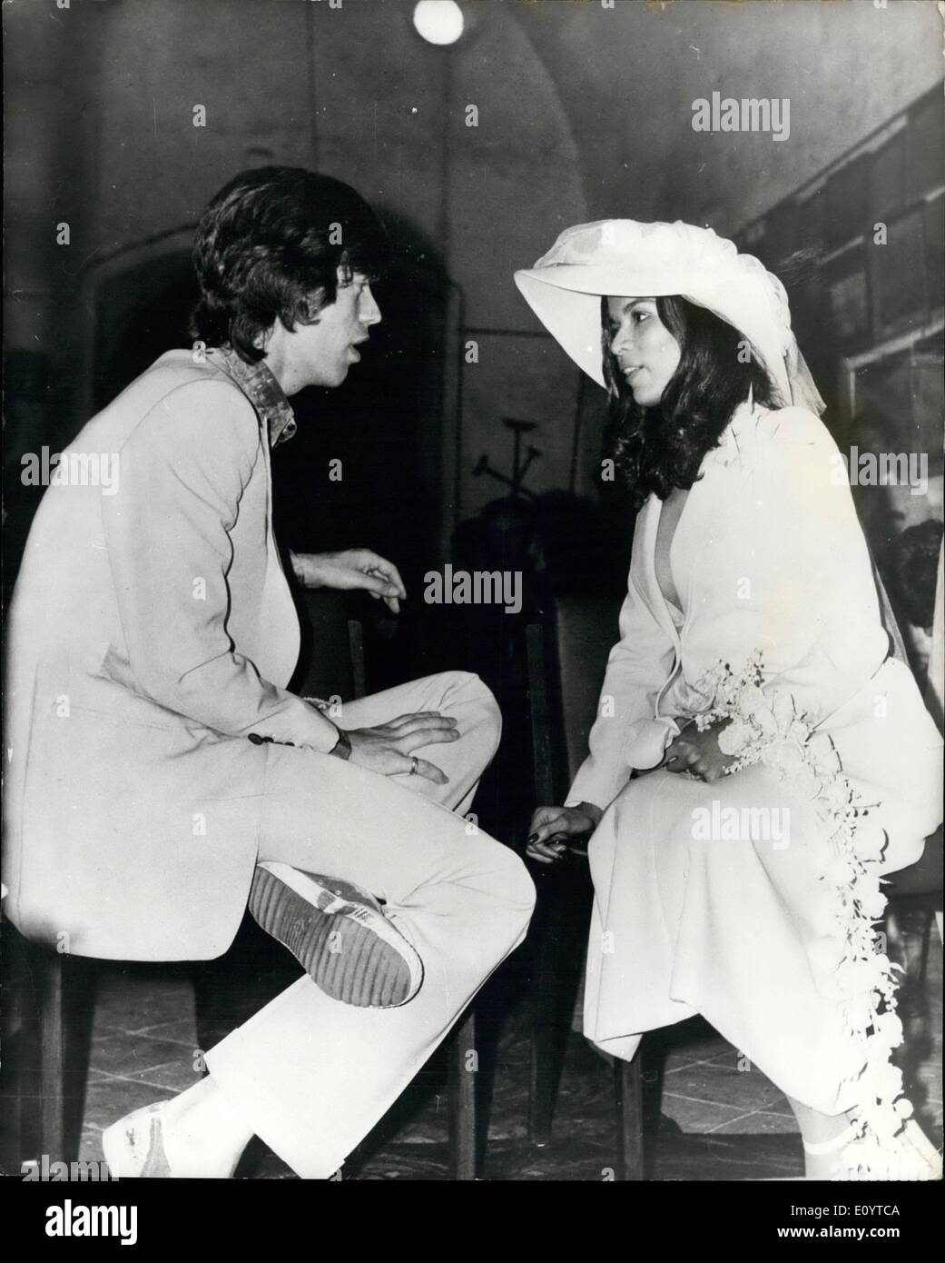 May 15, 1971 - May 15th, 1971 A complete uproar at Jagger's wedding in St. Tropez. Mick Jagger of the Rolling Stones was married earlier this week in the wildest wedding ever seen in the French jet-set resort of St. Tropez. There were fights, curses and tears before Jagger, 27, and his Nicaraguan bride, Bianca Perez Morena de Macias, 21, were pronounced man and wife during a civil ceremony in the local town hall, followed by a second ceremony at the 17th century chapel of St. Anne. Here, too, was chaos - Stock Image