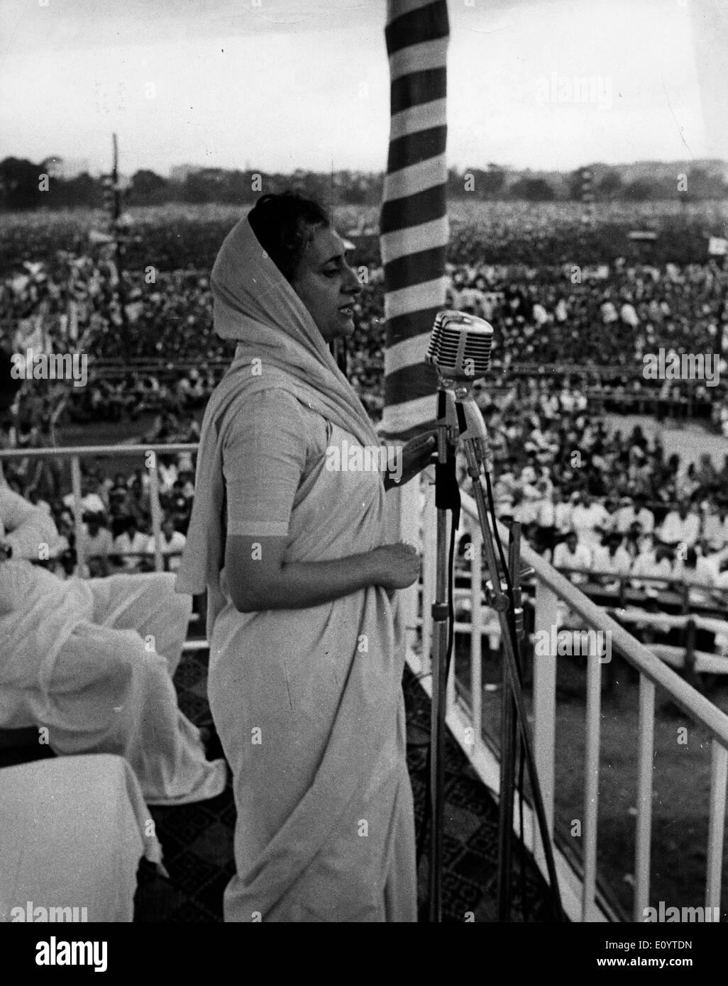 Prime Minister Indira Gandhi speaks at Brigade Parade - Stock Image