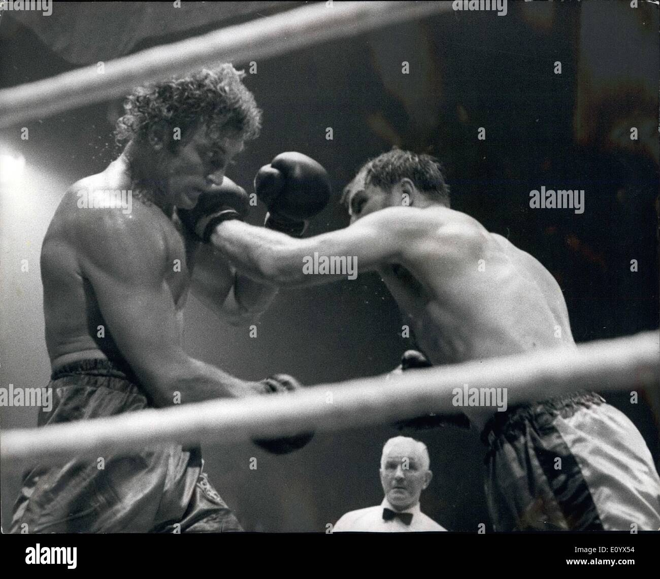 Sep. 09, 1971 - Jack Bodell beats Joe Bugner.: Jack Bodell last night became the British, European and Commonwealth Heavyweight - Stock Image