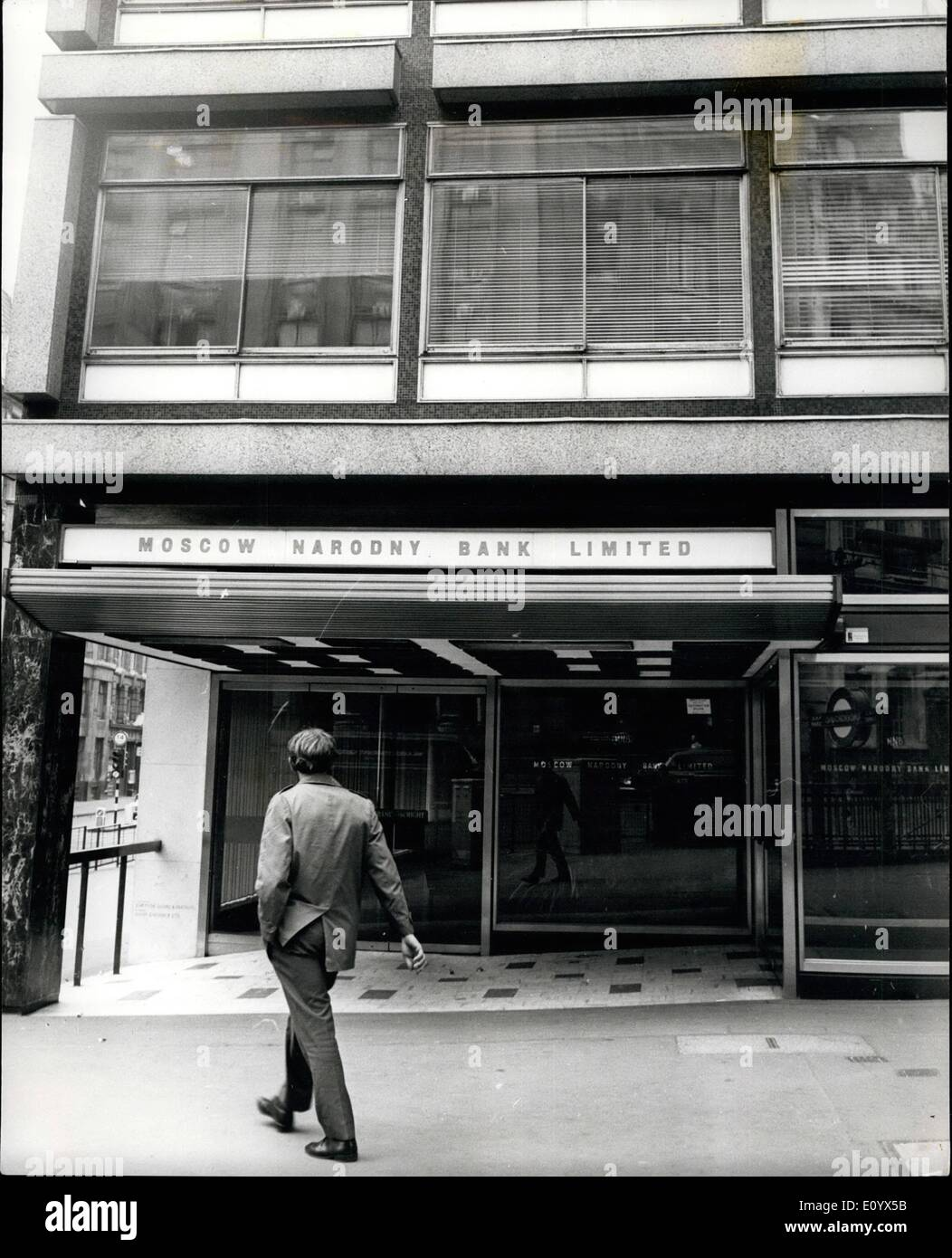 Sep. 09, 1971 - Britain Expels 105 Russians After KGB Defector Exposes Soviet Spy Net In London: Britian explled 90 Russian diplomats and officials yesterday for spying, forbade the return of 15 others temporarily out of the country and put a limit on the numbers of officials the Soviet Government may station in London. The drastic action came after the defection of a senior agent of the KGB intelligence service earlier this month and his disclosure of plans to infiltrate saboteurs and more spies into Britain. The agent has not been named - Stock Image