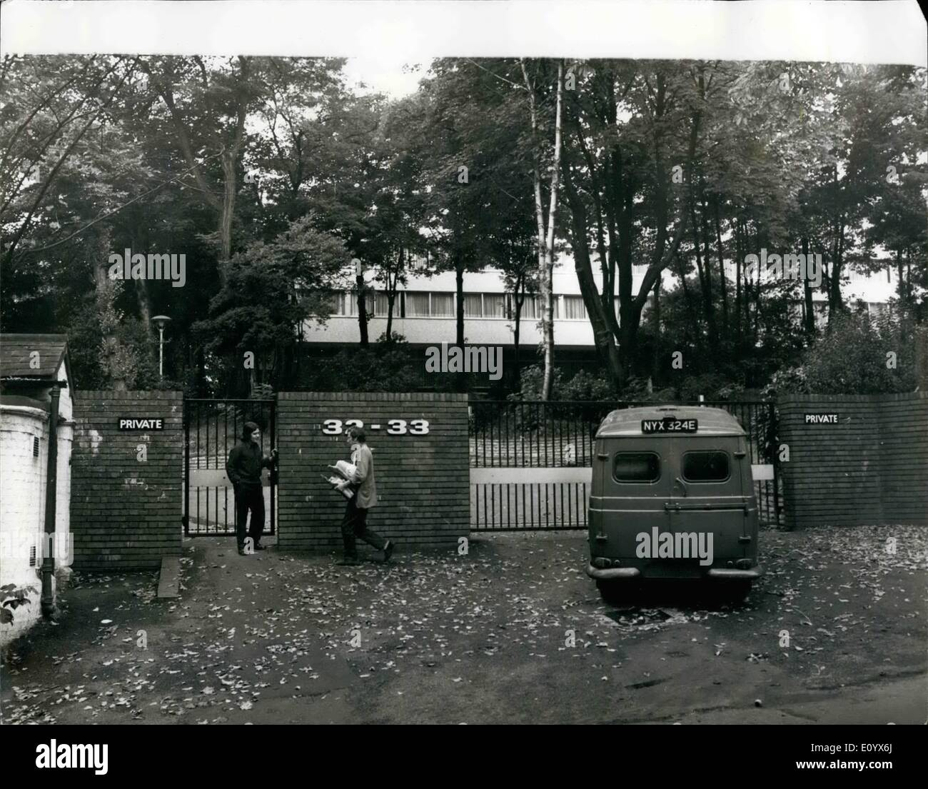Sep. 09, 1971 - Britain Expeis 105 Russians After Kgb Defector Exposes Soviet Spy Net In London; Britain expelled 90 Russians diplomats and officials yesterday for spying, forbade the return of 15 others temporarily out of the country, and put a limit on the numbers of officials the Soviet Government may station in London. The drastic action came after t he defection of a senior agent of the KGB intelligence service earlier this month and his disclosures of plans to infiltrate saboteurs and more spies into Britain . The agent has not been named - Stock Image