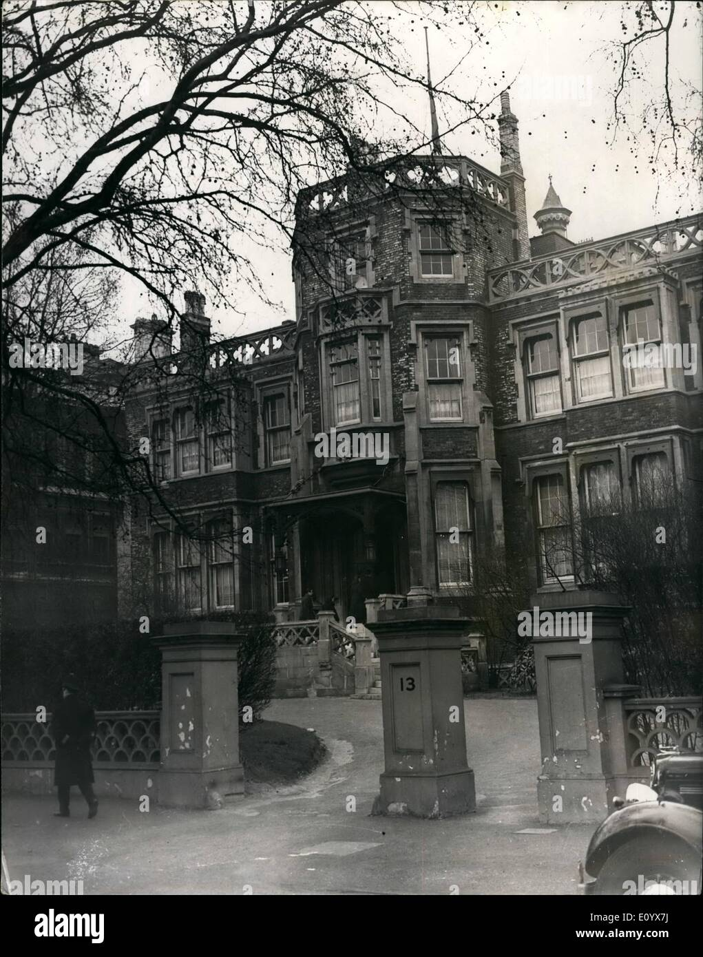 Sep. 09, 1971 - Britain expels 105 Russians after KGB defector exposes Soviet spy net in London: Britain expelled 90 Russian diplomats and officials yesterday for spying, forbade the return of 15 others temporarily out of the country and put a limit on the numbers of officials the Soviet Government may station in London. The drastic came after the defection of a senior agent of the KGB intelligence series earlier this month, and his disclosures series earlier this month, and his disclosures of plans to infiltrate saboteurs and more spies into Britain. The agent has not been named - Stock Image