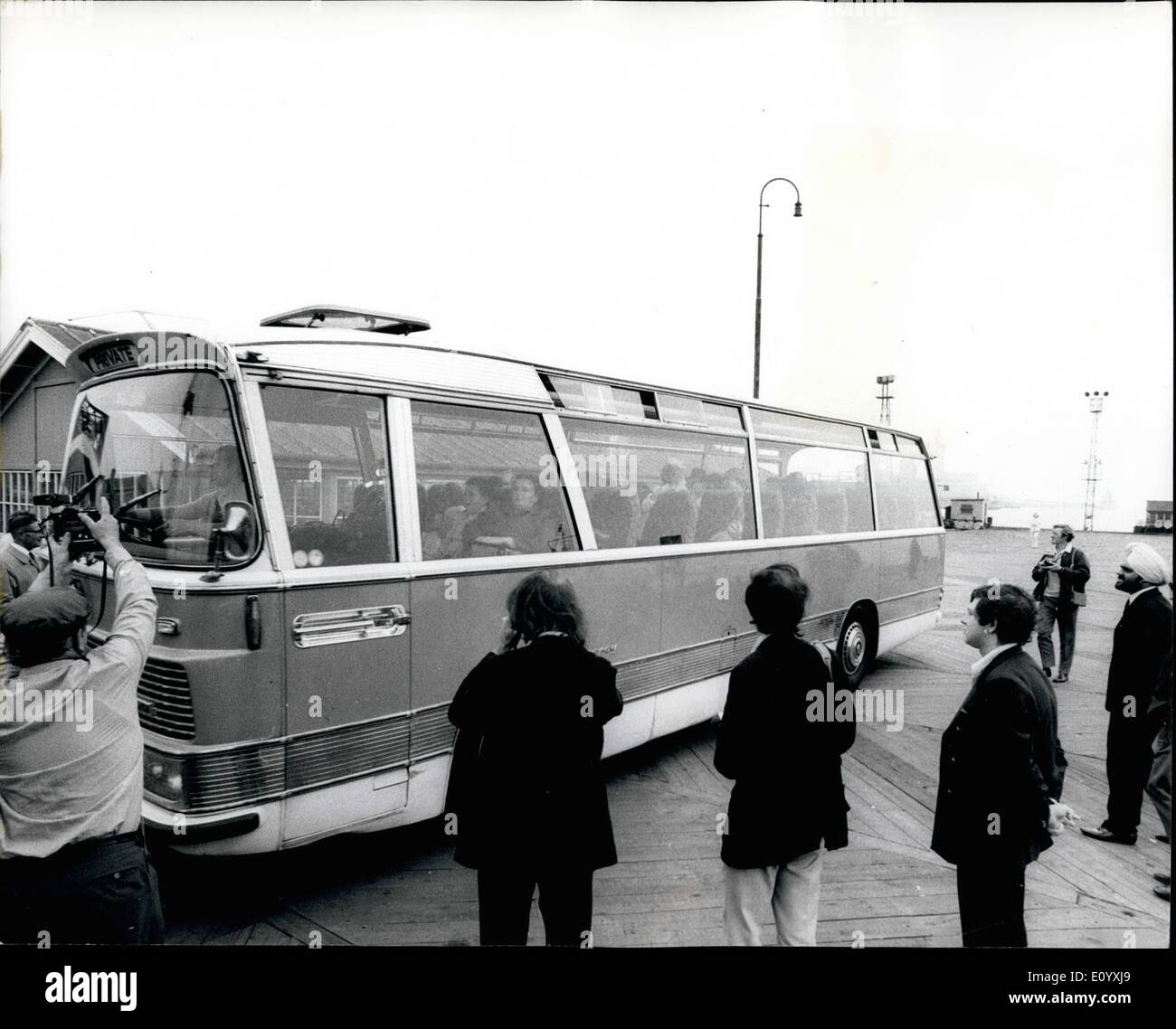 Oct. 04, 1971 - October 4th, 1971 Spy Russians sail home in cruise liner. About 70 of the 90 officials expelled by Britain for spying sailed home yesterday in a Russian cruise liner commandeered by the Soviet Embassy. It was the 8.486-ton Baltika, which left Tilbury. Photo Shows: A coach loaded of Russians from the Soviet Embassy arriving at Tilbury yesterday. - Stock Image