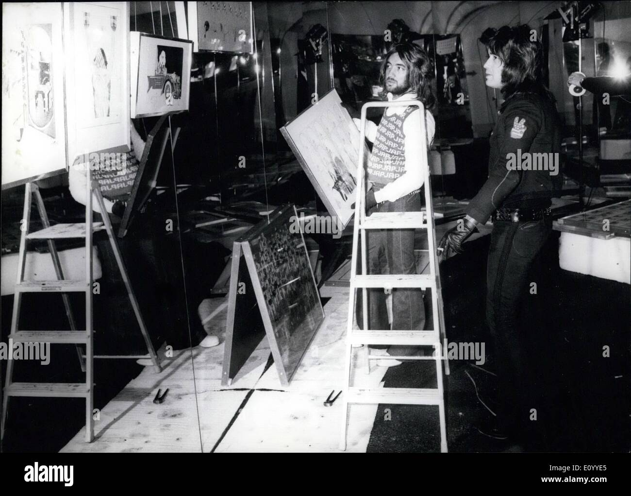 Nov. 11, 1971 - Barry Ryan Exhibits His Own Work In Munich: British pop singer Barry Ryan is also a dedicated painter. ''I must - Stock Image