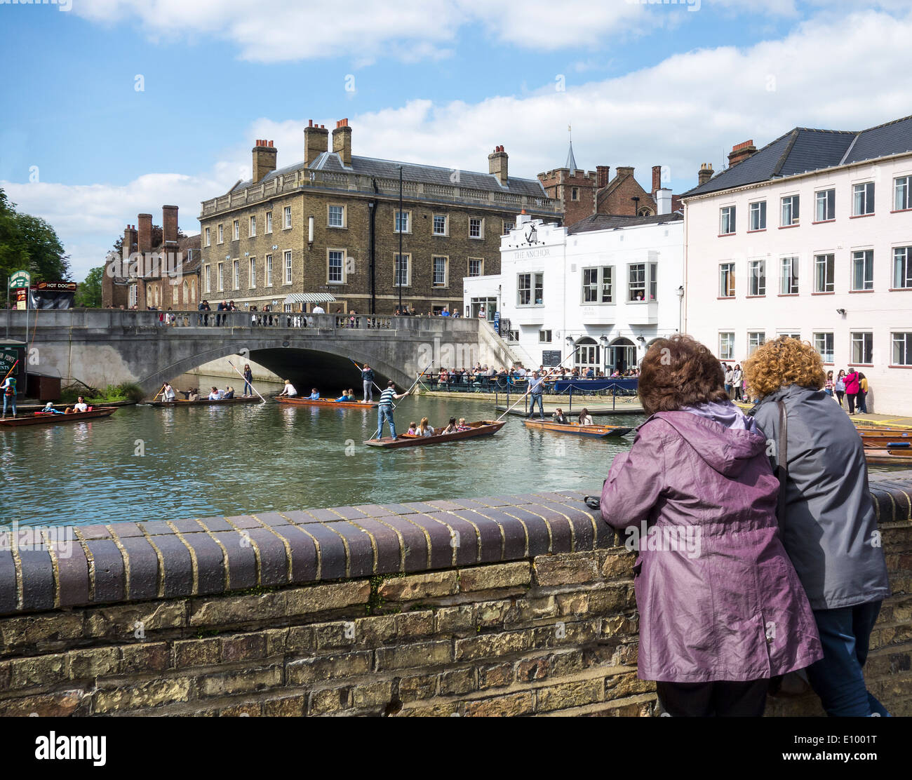 Two women watching boaters punters on the River Cam at Cambridge - Stock Image