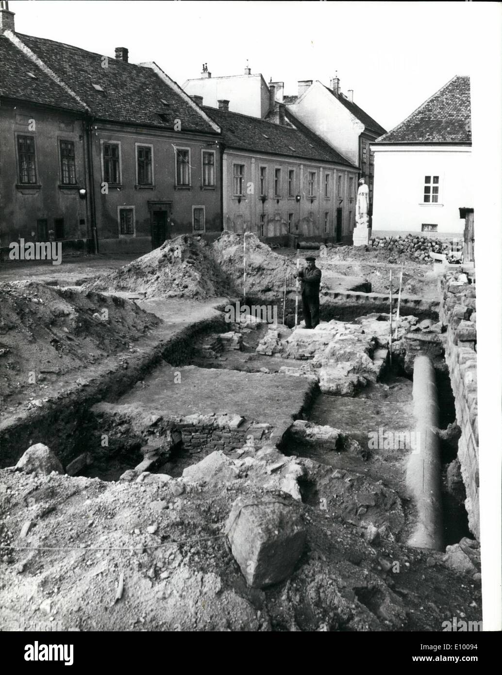 Jan. 01, 1972 - TOMB OF HUNGARIAN NATION'S FIRST RULER BELIEVED FOUND IN WESTERN HUNGARY. Archaelogists excavating Stock Photo