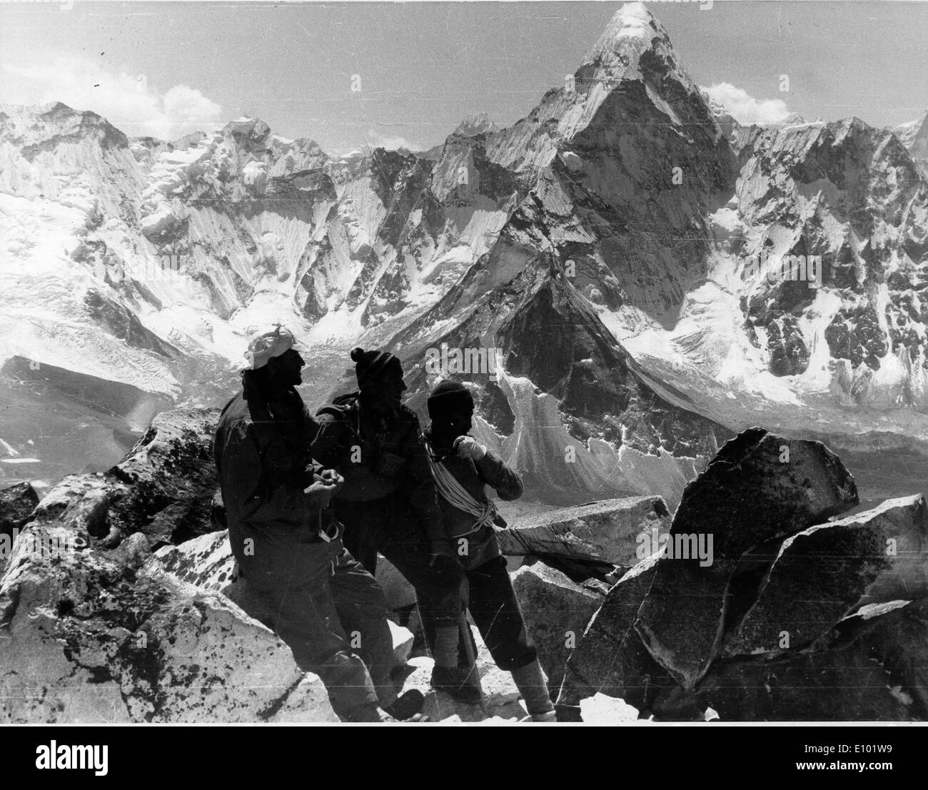 Climbers. MOUNT EVEREST is Earth's highest mountain, with a peak at 8,848 metres above sea level and the 5th tallest mountain - Stock Image