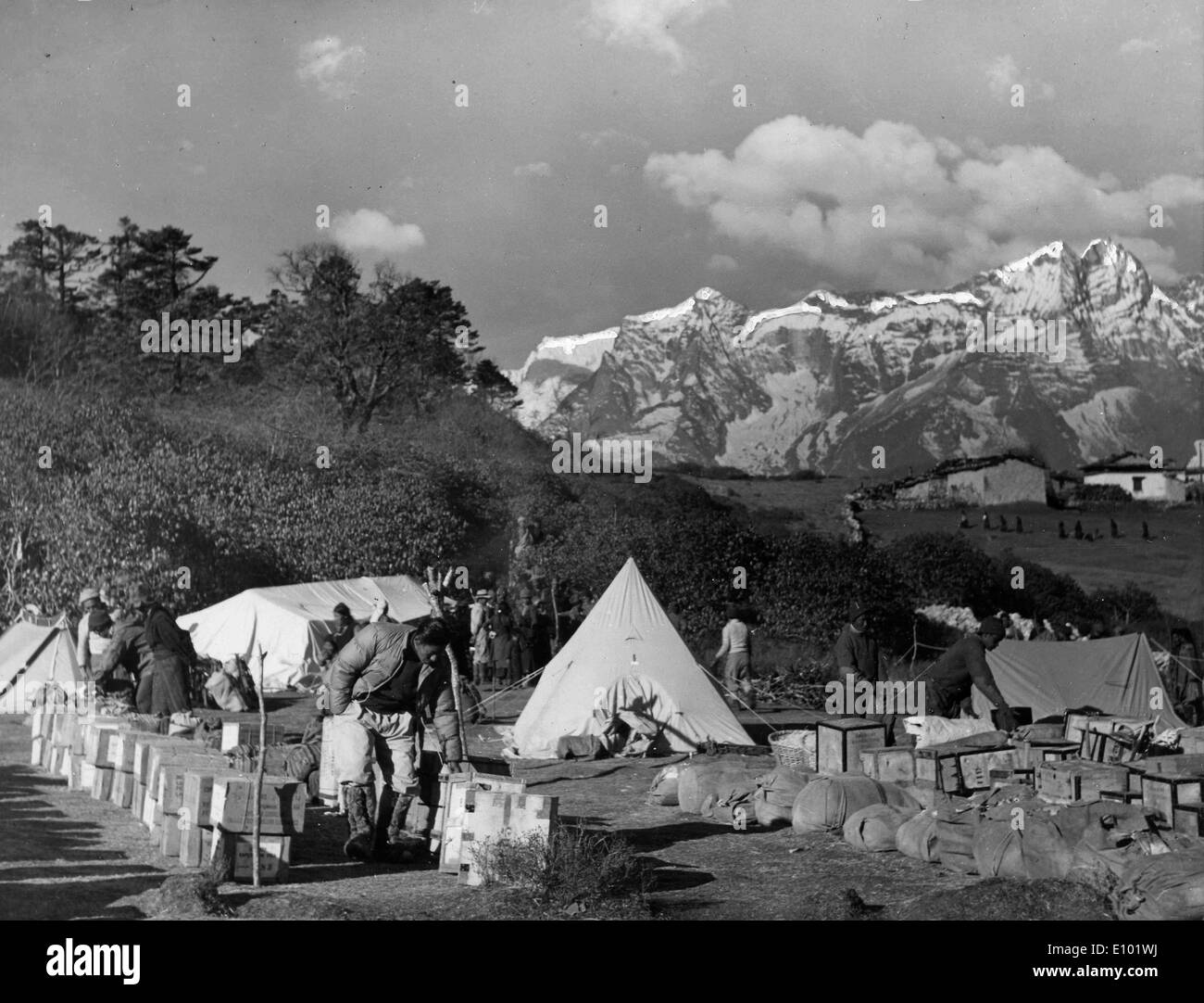 MOUNT EVEREST explorers camping - Stock Image